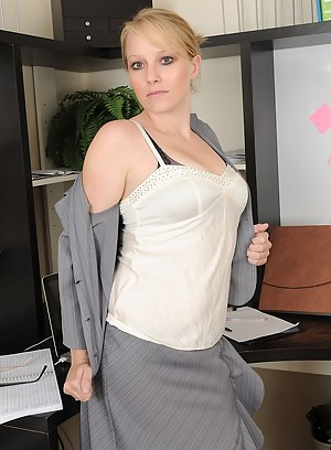 Free Mature Boss Porn Pictures