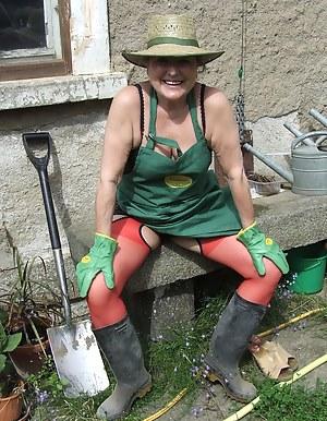 Free Mature Farm Porn Pictures