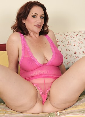 Free Mature Cameltoe Porn Pictures